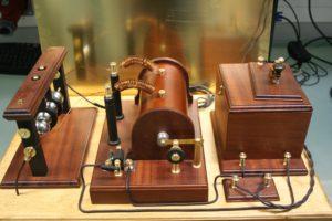 Marconi saatja: aku, ruhmkorff pool, sädevahemik, antenn, morsevõti