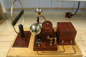 Hertzi saatja ja vastuvõtja: aku, rühmkorff pool, sädevahemik, vatsuvõtja-lühiskeerd